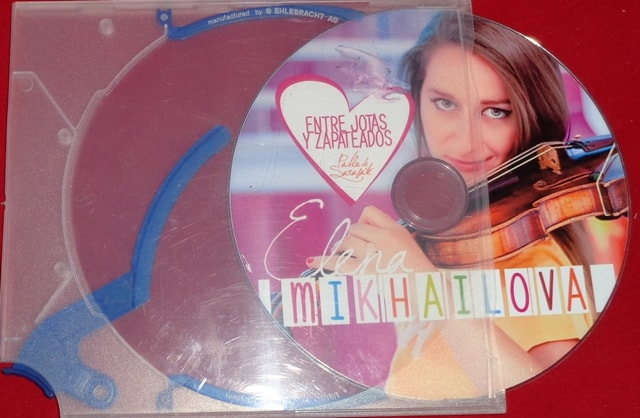 Estuche cd o caja cd con gatillo expulsor.